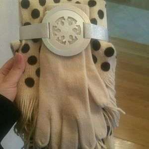 Brand new with tag gorgeous scarf and gloves!!!